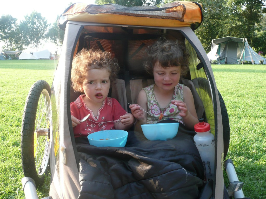 Buying a cycle trailer - girls in trailer