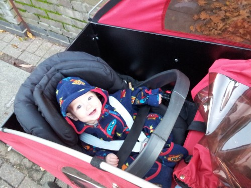 How to carry your baby in a cargo bike - a mum's story