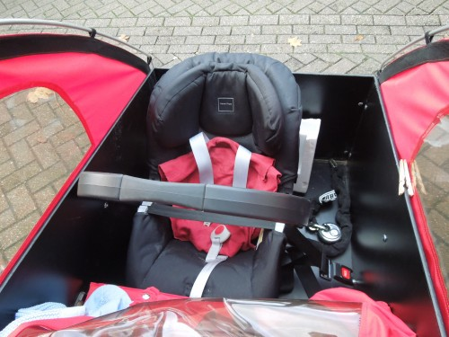 Cargo bike with front facing baby child car seat