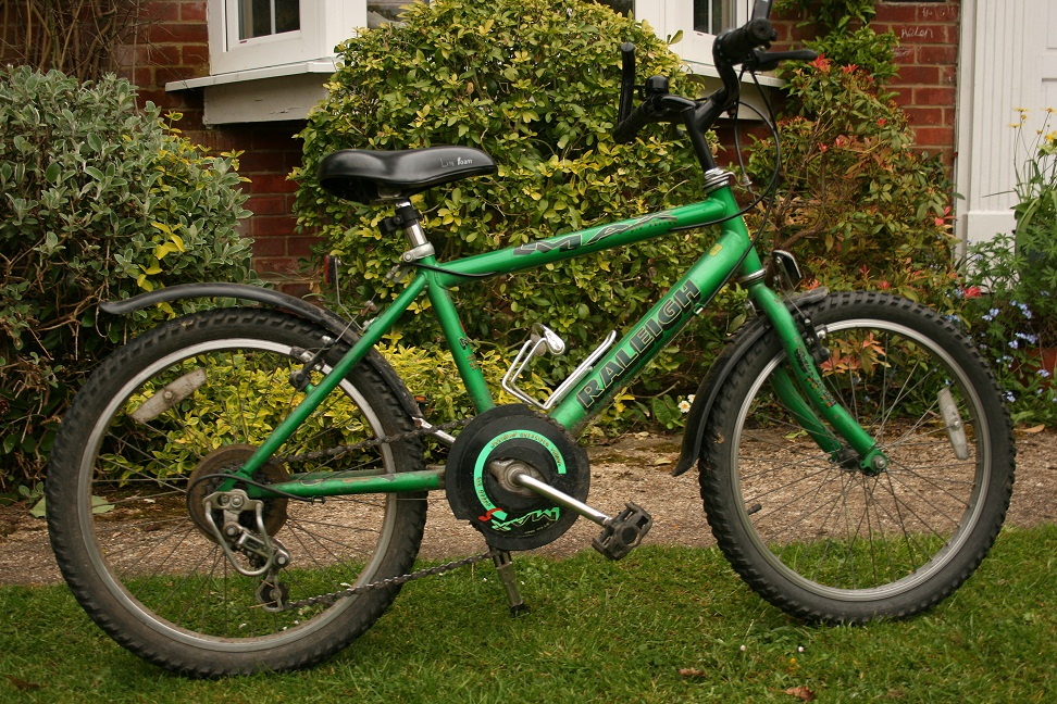 Buying a used kids bike green Raleigh