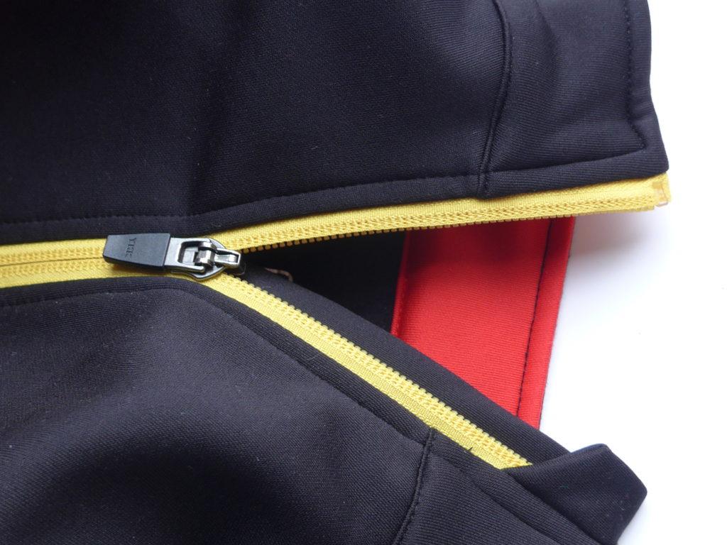 Polaris Fang Junior cycling jersey - zip has a baffle and a garage to stop chin rub