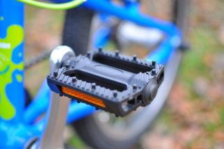 Pedals on the Squish 18 junior bike