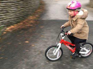 """Woom 2 review - the lightest 14"""" wheel kids bike for ages 3 years, 4 year olds and age 5"""