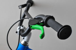 Green brake lever on the Woom 3