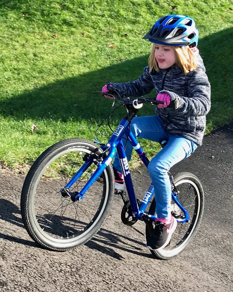 Hoy Bonaly 20 review - rider making use of gears for the first time