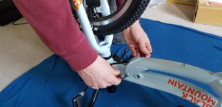 Black Mountain Pinto and Skog review - using the tools supplied to tighten the bolts