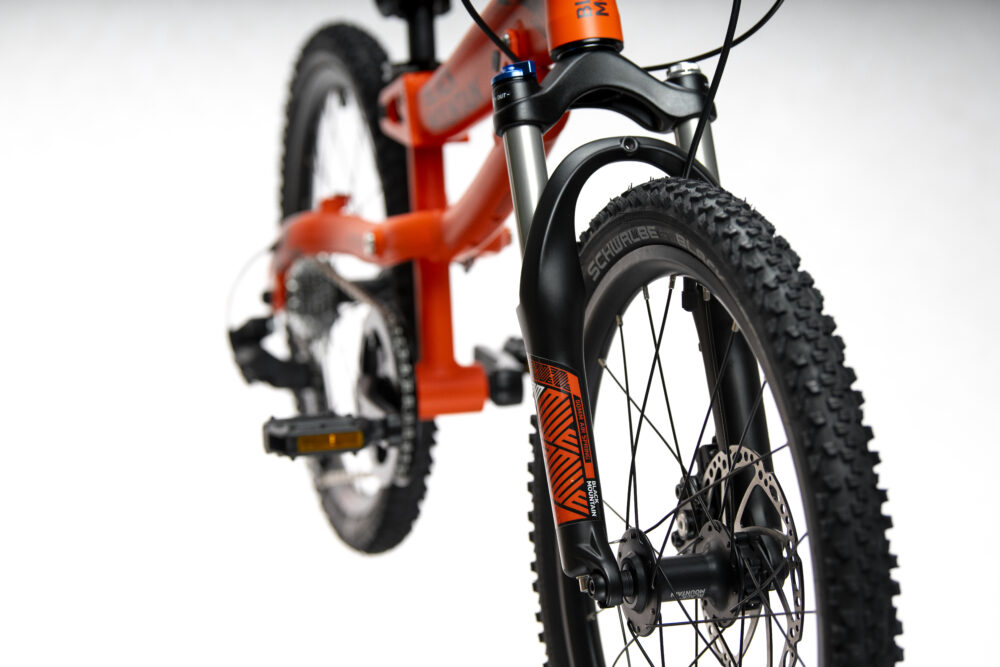 Black Mountain HUTTO showing optional air fork