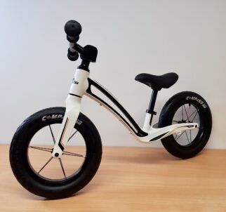 Hornit AIRO balance bike review - just out of the box