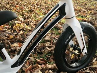 The Hornit Airo balance bike frame has a cut away section that you can use to carry the bike when your toddler isn't riding it
