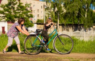 How do I know if my kids bike is too big for them?