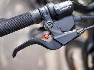 Adjustable brakes for small hands on the Specialized Jett