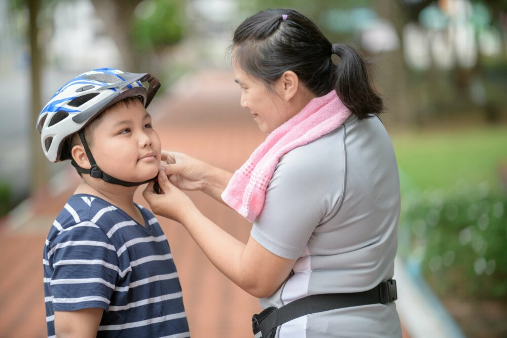 Fastening a kids bike helmet properly